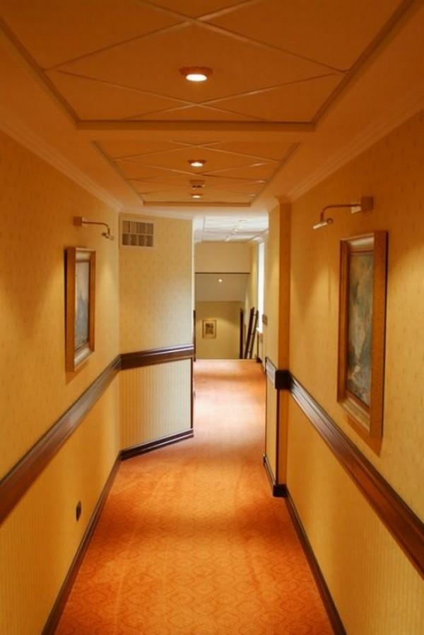 Какие обои поклеить в коридор